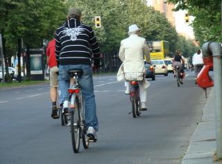 Berliinissä pyöräilevät kaikki, kaikkialle