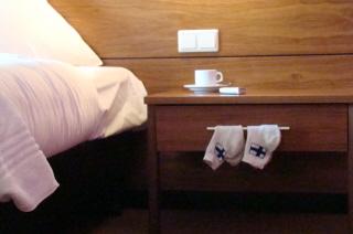 Suomi-sukat pitää olla puhtaan valkoiset!