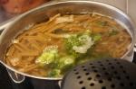 7 kaada pasta hetken kypsyneen parsakaalin sekaan ja keitä