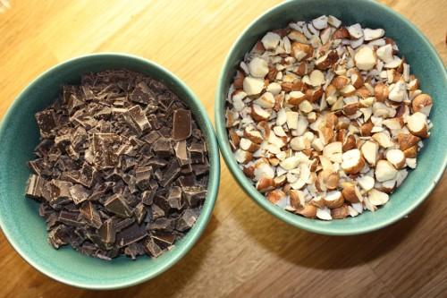suklaata ja pähkinöitä